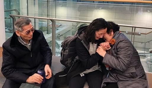 인디애나주 한인입양아 50년만에 한국서 친부모 만났다.jpg