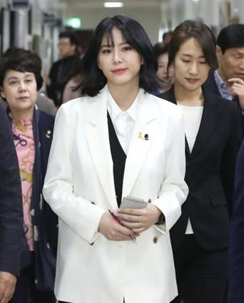 '장자연 사건 증언' 윤지오, 캐나다로....jpg