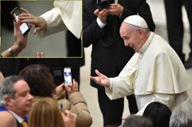 교황, 청소년들 스마트폰에 중독되선 안돼.jpeg